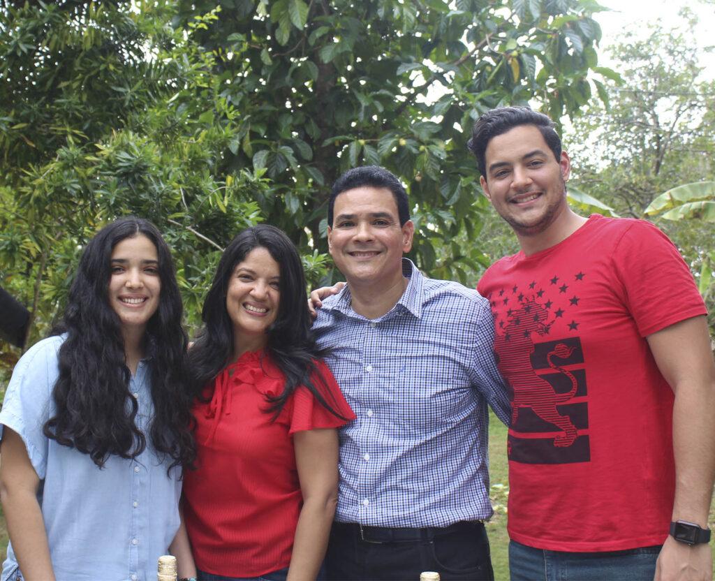 ROSANNY SCARFULLERY Familia - egresado unad